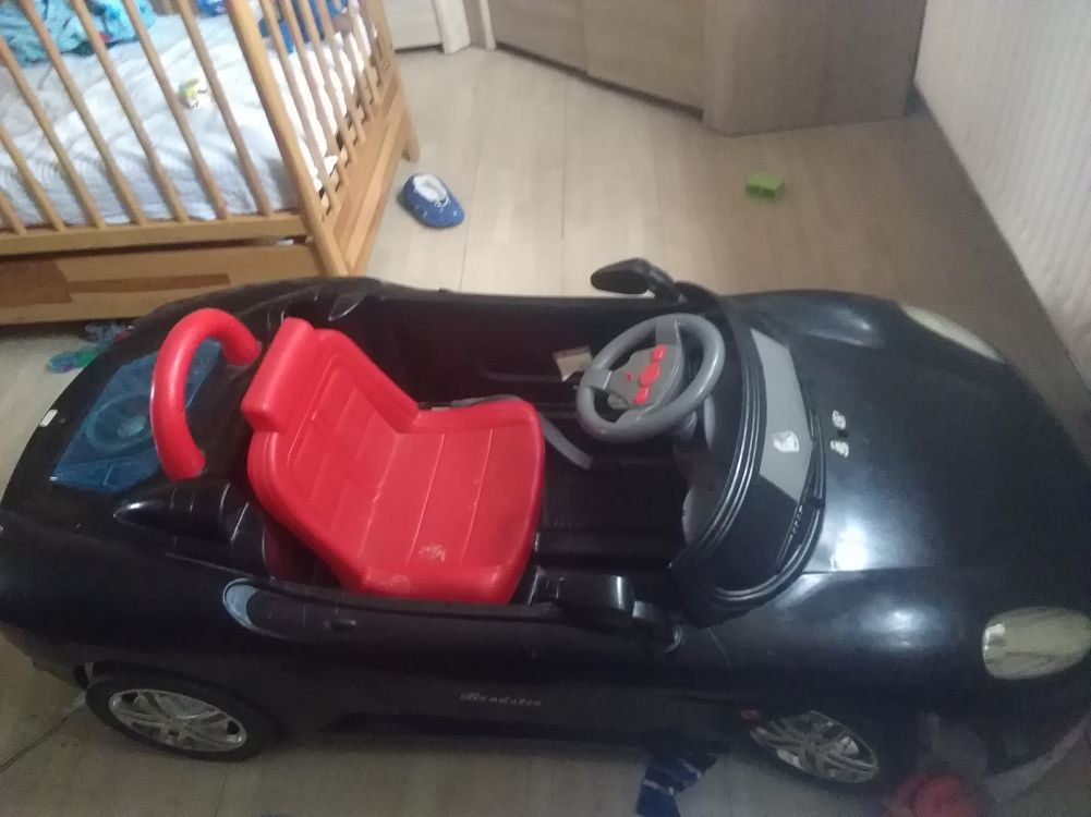 Samochod na akumulator dla dziecka