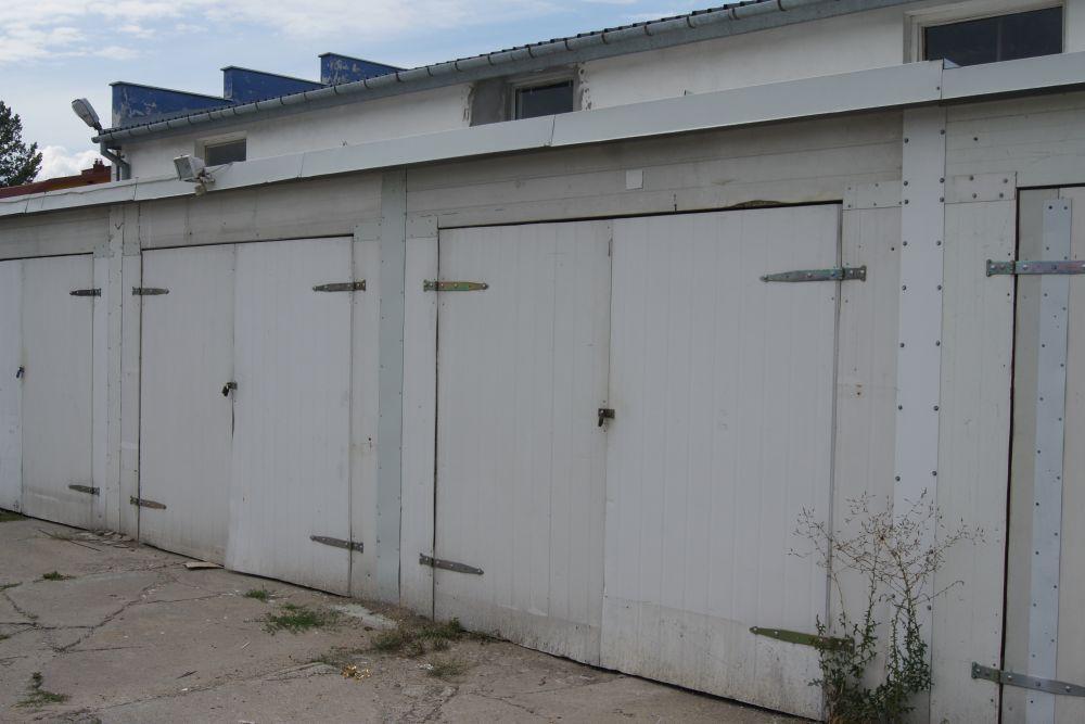 Posiadam garaż do wynajęcia na oś. K. Wielkiego przy ul. Zielnej we Włocławku