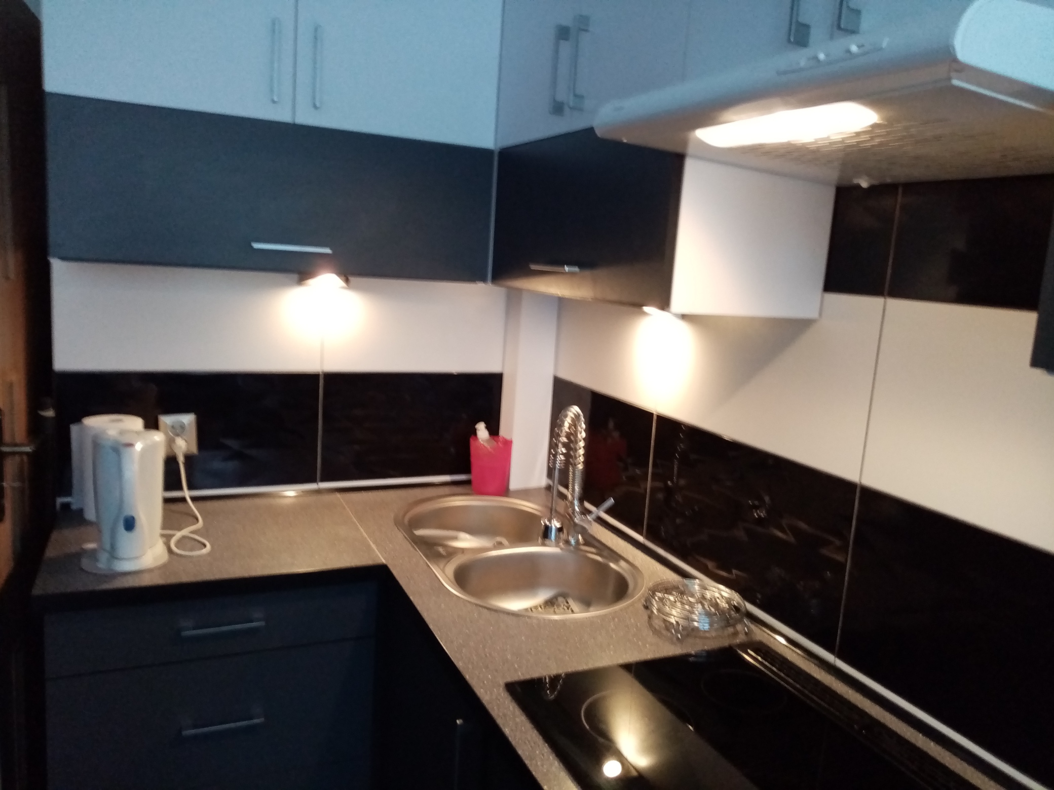 Tanio komfortowe mieszkanie dwupokojowe  z pełną zabudową pod wymiar i wyposażeniem