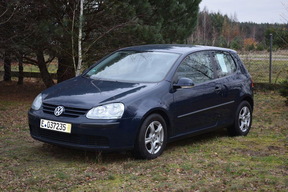 Volkswagen Golf V z silnikiem 1.4 16v 75 km z 2005 roku.