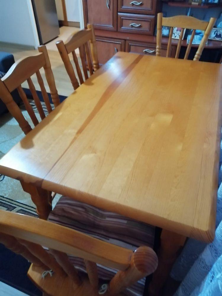 Stół sosnowy z 4 krzesłami