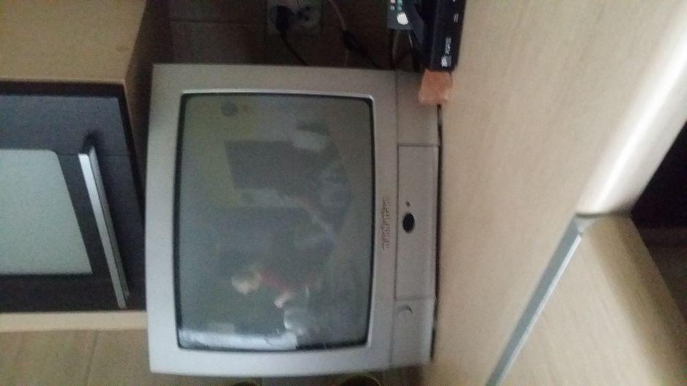 Telewizor w dobrym stanie 14 cali wraz z dekoderem tv cyfrowej naziemnej