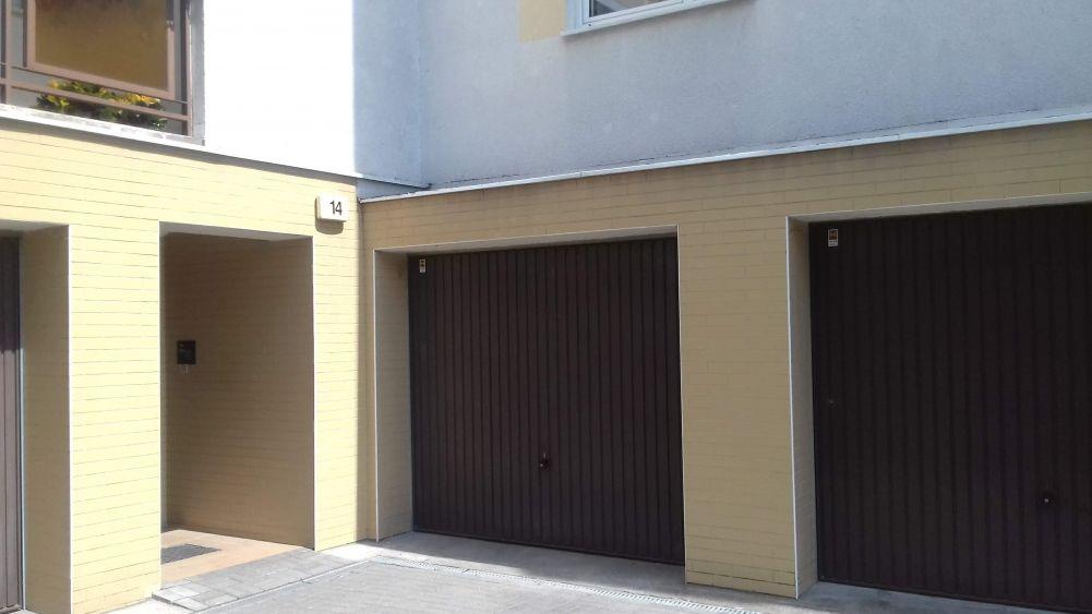 Garaż w bloku, murowany.